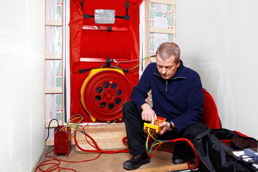 blower door test eine der wichtigsten pr fungen im hausbau. Black Bedroom Furniture Sets. Home Design Ideas