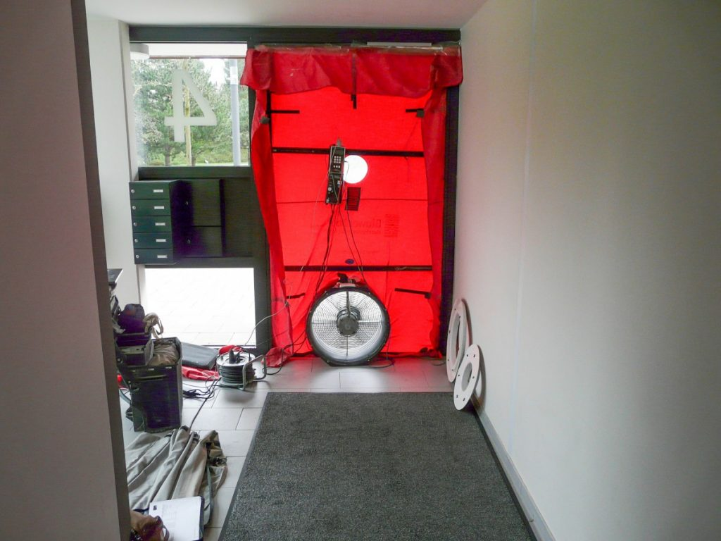 blower door test eine der wichtigsten pr fungen im hausbau. Black Bedroom Furniture Sets. Home Design Ideas