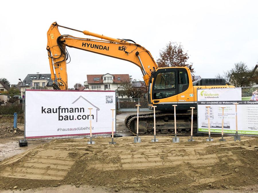 Bauen zum Fixpreis mit Kaufmann: Bagger auf Baustelle