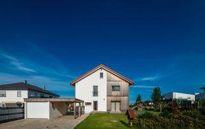 massivholzhaus-holz-putz-fassade-front